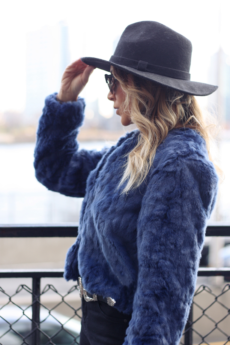How to Wear a Statement Coat - Quartz & Leisure
