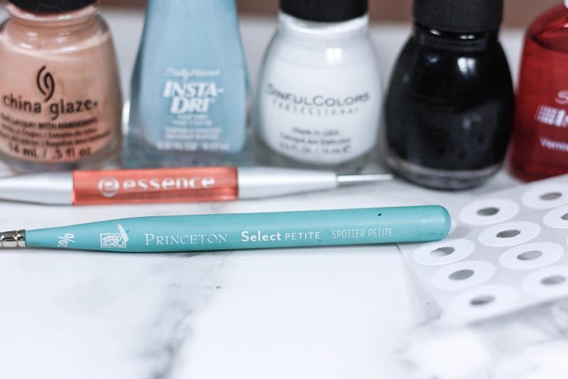 Easy DIY Evil Eye Manicure - Quartz & Leisure