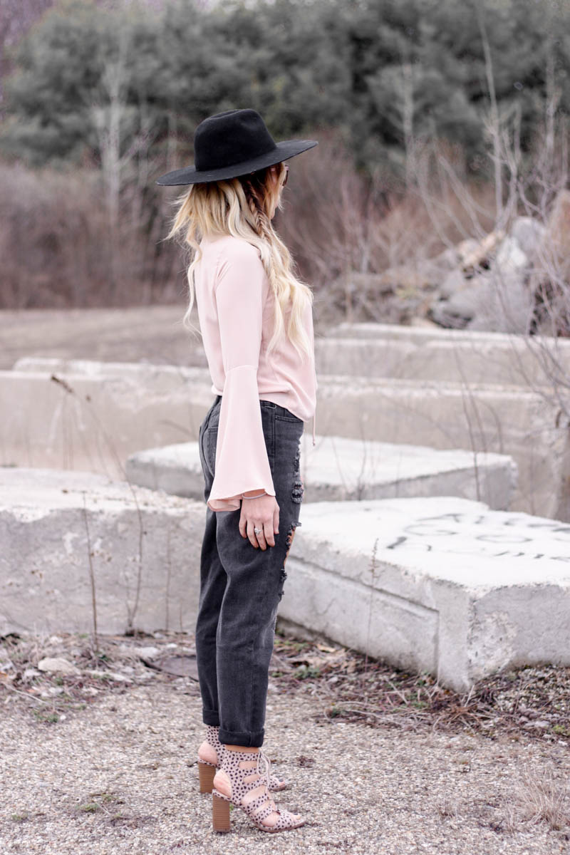 Mom Jeans & Bell Sleeves - Quartz & Leisure