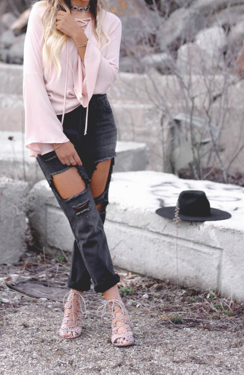 Mom Jeans & Bell Sleeves - Quartz & Leisure
