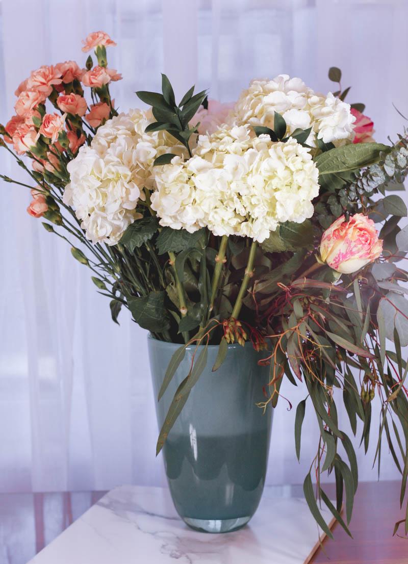 How to Arrange Flowers Like a Pro - Quartz & Leisure