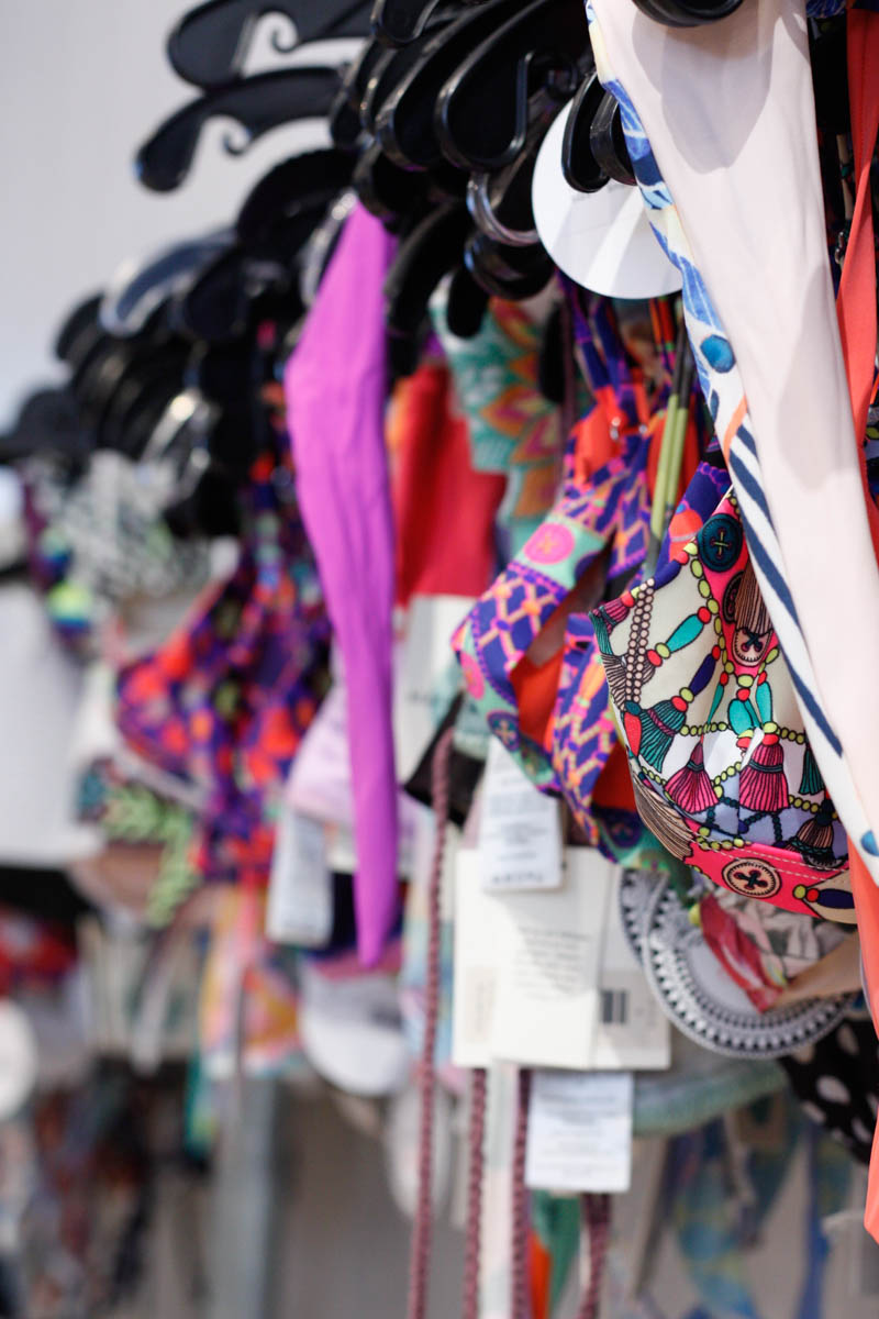 How to Shop a Sample Sale Like a Pro - Quartz & Leisure