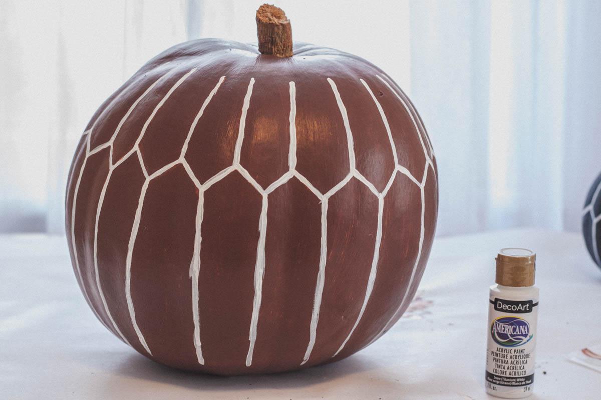 Modern Pumpkin DIY / Pumpkin Pouf DIY